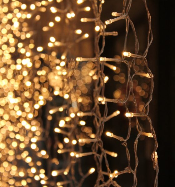 Zabawa światłem – dekoracje świetlne sali weselnej