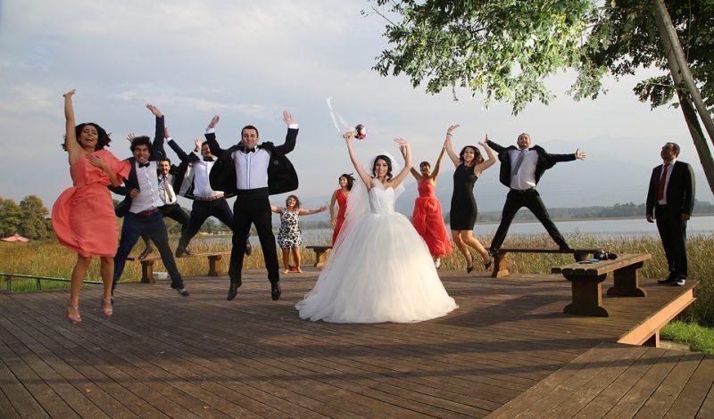 Masz w tym roku ślub i wesele? Zobacz, na co warto zwrócić uwagę, wybierając fotografa