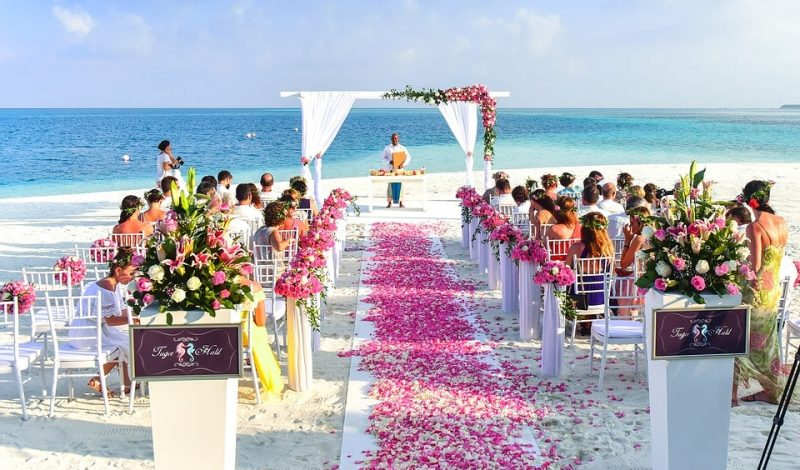 Ślub na plaży – jaka suknia?