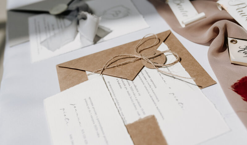 Czym wyróżniają się ręcznie robione zaproszenia ślubne?